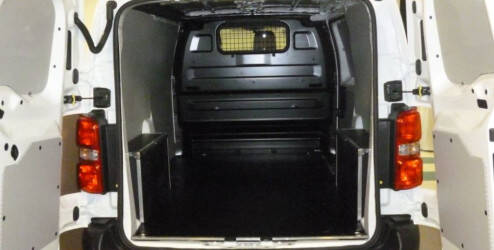 Garnitures latérales, plastique (pour les véhicules L2 avec une porte coulissante)