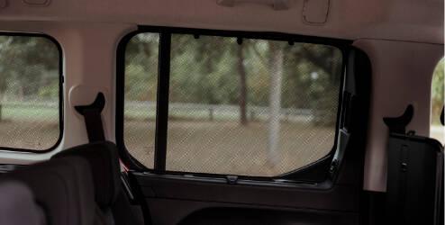 Pare-soleil pour vitres rétractables arrière (porte coulissante)