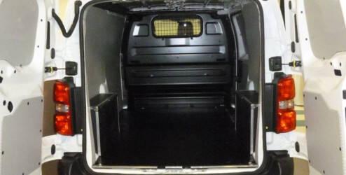Garnitures latérales, plastique (pour les véhicules L1 avec une porte coulissante)